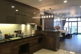 Cho thuê căn hộ chung cư 3 phòng ngủ tại Dịch Vọng, Quận Cầu Giấy, Hà Nội