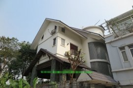 Cho thuê villa 5 phòng ngủ tại Quận Tây Hồ, Hà Nội